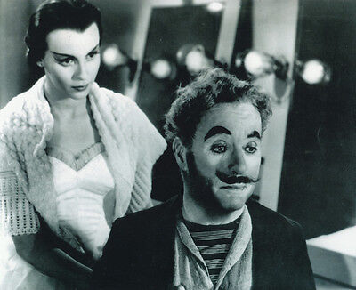 Claire Bloom and Charlie Chaplin UNSIGNED photo - H203 - Limelight