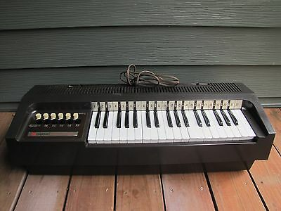 Vintage Magnus Electric Chord Organ in working condition