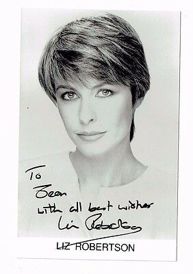 Liz Robertson Actress Singer Hand signed  Photograph 5 x 3