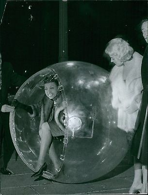 Josephine BAKER (Jazz): 1959 Photo with DALI (Artist)
