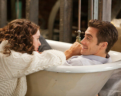 Anne Hathaway & Jake Gyllenhaal UNSIGNED photo - G1177 - Love & Other Drugs
