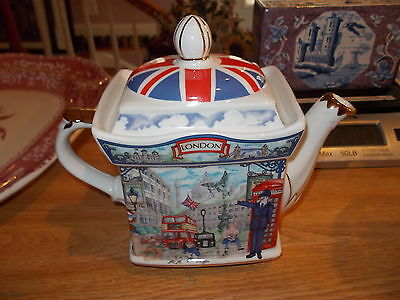 """Sadler Classic Collection Teapot London Heritage """"Piccadilly"""" Pattern"""