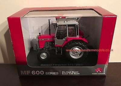 Universal Hobbies Massey Ferguson 675 2Wd (Dealer Box) 4150 1/32 Scale Tractor
