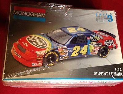 MONOGRAM NASCAR #24 DUPONT ROOKIE JEFF GORDON 1992 LUMINA MODEL KIT - 1/24 Scale