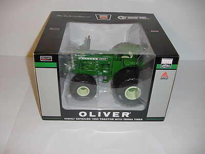 1/16 Oliver 1950 Tractor W/Terra Tires Toy Tractor Times 2013 NIB!