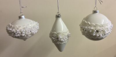 Set 3 White Pearl & Lace Traditional Glass Baubles Christmas Decoration