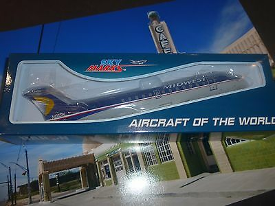 Canadair CRJ200 Midwest snap fit model by Skymarks lovely model Scale 1:100