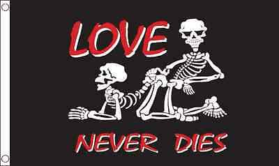 GIZZY® Love Never Dies 5' x 3' flag