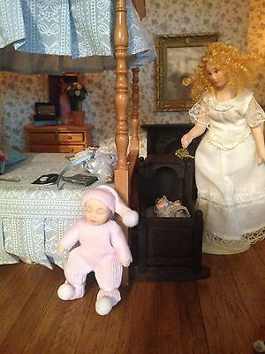 1:12 Scale Dolls House child baby girl nursery accessory