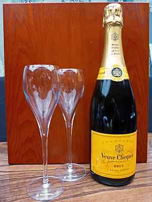 Veuve Clicquot Champagne Yellow Label 75cl with two Flutes in Wooden Gift Box