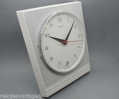 New old stock German GONG asymmetrical transistor 60s kitchen clock in box NOS 3