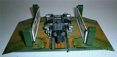 Vintage Hornby Meccano Operating level grade crossing gates! w/ free shipping!!!