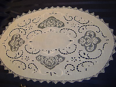 VICTORIAN ANTIQUE-CUT OUTWORK-HAND EMBROIDERY-VINTAGE Tray cloth doilie mat
