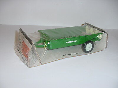 1/16 Vintage Oliver Spreader W/Bubble Box by ERTL! Hard To Find!