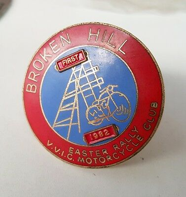 1982 VVIC  MOTORCYCLE CLUB BROKEN HILL  Easter Rally BADGE