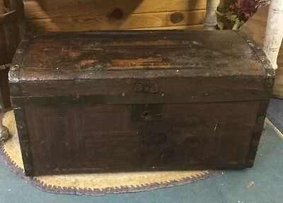 PrimitiVe Wood Trunk Slat Top With Tray Antique