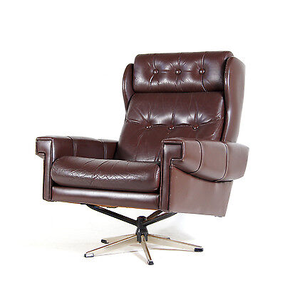 Retro Vintage Danish Swivel Base Buttoned Leather Armchair Lounge Egg Chair 70s