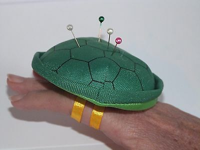 Pin Needle Cushion plush tortoise shell shape Green, wearable