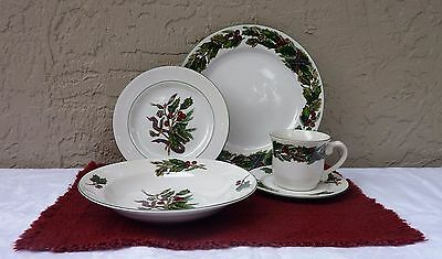 """Royal Gallery """"Garland"""" Christmas Dishes 5 Pc. Place Setting R.H. Macy"""