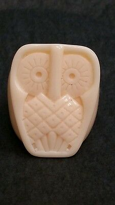Vintage Carved Owl Ring Ivory Color Unknown Plastic *6*