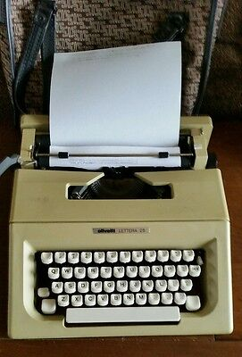 Olivetti Lettera 25 - Vintage Typewriter + carrying case, portable, antique