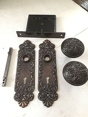 1 Set Old Arts Crafts Deco Victorian Cast Iron Door Knobs Plates Lock Hardware