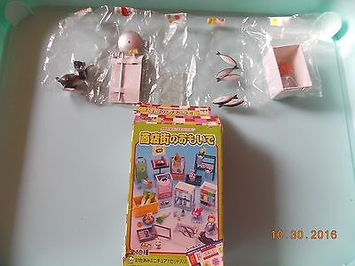 Re-ment Megahouse 2004 Miniatures Fish Cooler with Cat