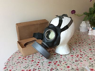 WW2 German civilian gas mask, boxed,with instructions MUST SEE