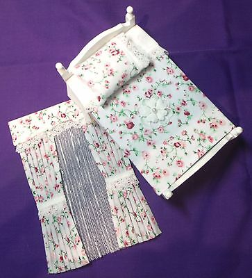 12th SCALE MATCHING PINK FLOWERS ON WHITE SINGLE BEDSET & CURTAINS