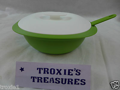 Tupperware Essentials Legacy Soup Tureen Serving & Storing Bowl & Ladle Green