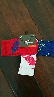 Nike Youth Crew Socks Shoe Size 3Y-5 YCotton Green Black Gray 3 Pack
