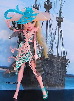 Monster High Vandala Doubloons' HAUNTED Outfit and Accessories