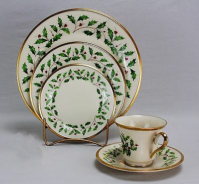 Lenox Holiday Holly & Berries W/24K Gold - 5 Piece Place Setting
