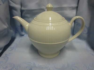 Wedgwood WindsorClassic White China  Teapot with Lid England 4-Cup Ribbed