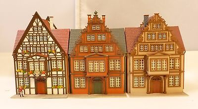 HO 00 OO gauge job lot of 3 house with pavements in a similar style Vollmer