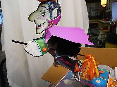 1994 Beistle Halloween Flying Dracula Honeycomb Fold Out with Broom OP