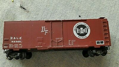 A model railway 8 wheel box car wagon in N gauge by micro trains boxed