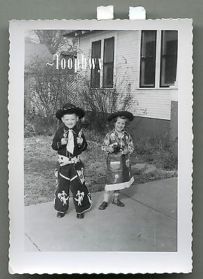 Cowboy / Cowgirl COSTUMES, Toy Guns Point @ Camera 1950s Vtg Old Snapshot PHOTO