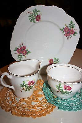 Pretty Vintage Red Roses Genuine Vale China Milk Jug & Sugar Bowl & Cake Plate