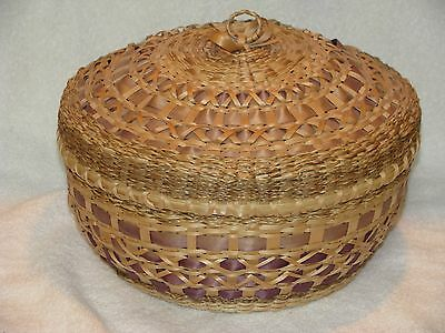 """Beautifully Crafted Woodlands Lidded Basket 8"""" x 10"""", Perfect, Charlotte M Grey"""