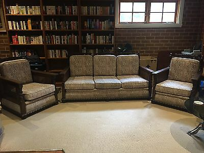 Gorgeous Vintage Jacobean lounge suite - EC