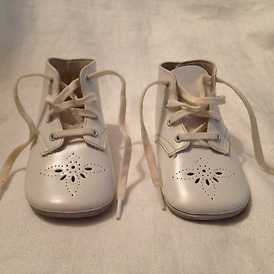 Vintage Mrs. Day's Ideal Baby Shoes - 1960s - Kept in vintage Stride Rite box