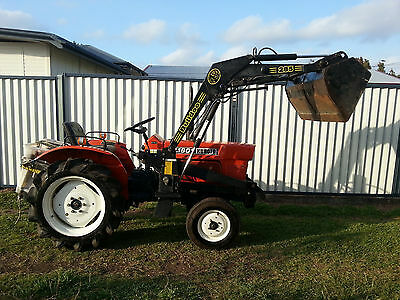 Kubota L1801 tractor with front end loader + carryall + rops