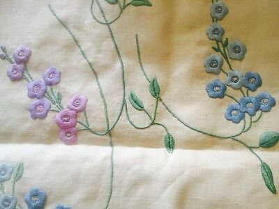 Embroidered Vintage Tea/Table Cloth With 6 Napkins. Beautiful Quality