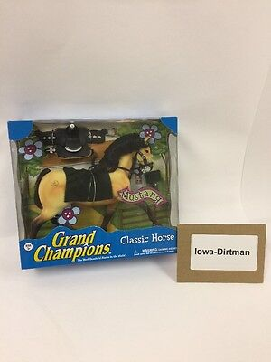 Grand Champions Classic  Mustang Horse Play Set 42651090 New in Box