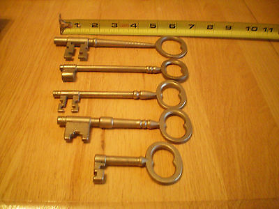 5 skeleton brass keys