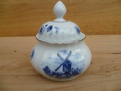 VINTAGE OLD 1950's HOLLAND BLUE AND WHITE POT, CANISTER (A767)
