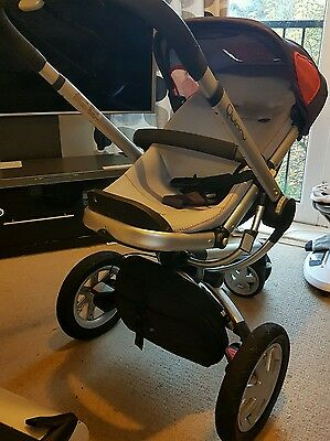 Baby pram quinny buzz and carrycot for sale