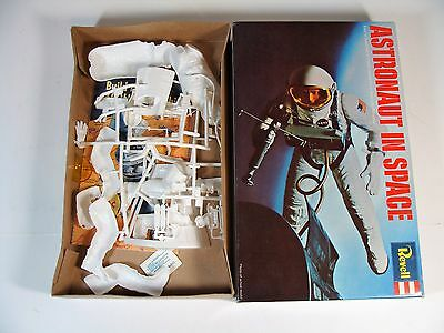 """1989 Revell 6"""" Figure Astronaut In Space Model Kit New"""