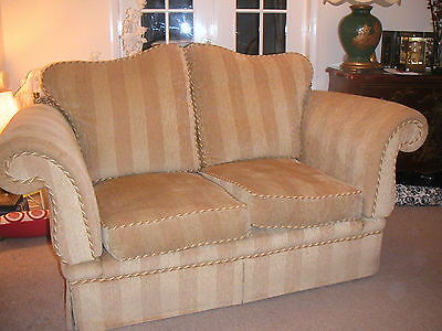 2 Seater Knole Sofa With Traditional Drop Ends & Tassels